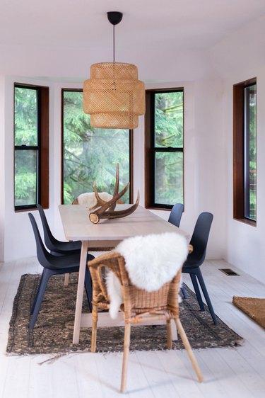 Cozy, Scandinavian-style dining room
