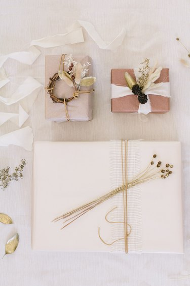 Dried floral gift toppers