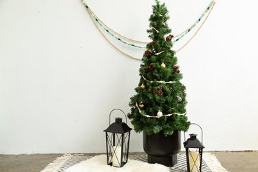 Faux Christmas Tree Using a Tomato Cage