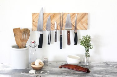 how to organize kitchen cabinet with wall-mounted DIY knife holder