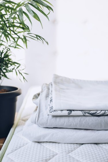 Clean linens and bed mattress