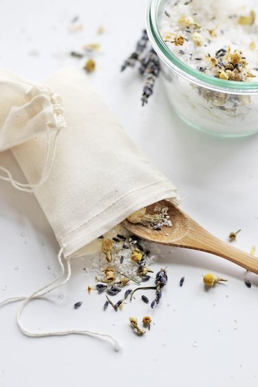 DIY tea bag for your bathtub