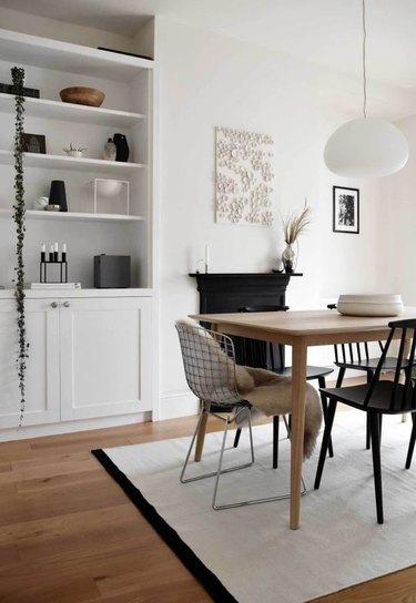 Scandinavian dining room lighting idea with simple pendant