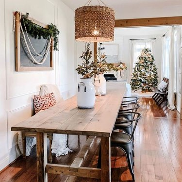 farmhouse Christmas theme idea with tree and garland