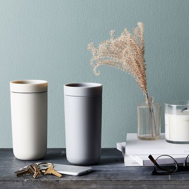 thermal mug with smart click lid for hot or cold beverages