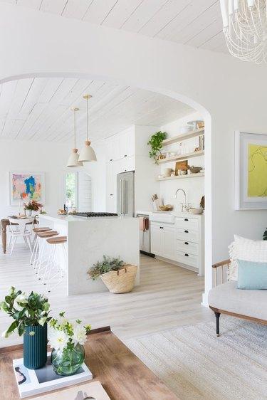 Calacatta Nuvo 5131 from Caesarstone tops this kitchen island