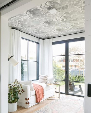 living room wallpaper idea with cloud pattern on ceiling