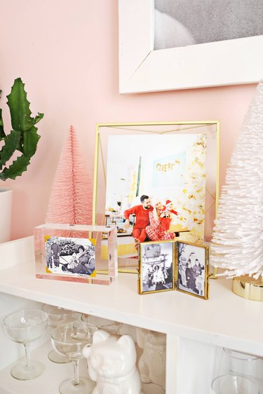 display photos in pretty picture frames
