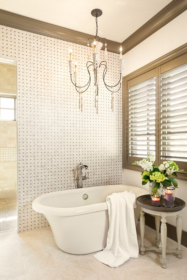 mix metal finishes in bathroom