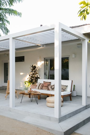 White contemporary pergola with matching contemporary furniture