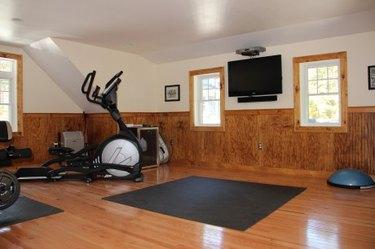 home gym for bonus room above garage idea