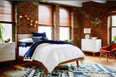 Wood blinds bedroom window treatment ideas
