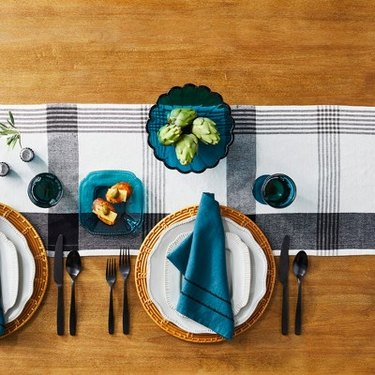 set dining table