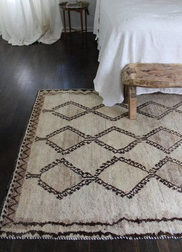 Hand knotted 100 percent wool rug