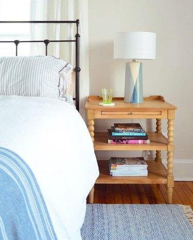 midcentury bedroom lighting idea with table lamp on wood nightstand