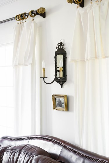 rustic living room lighting idea with wall sconce above sofa