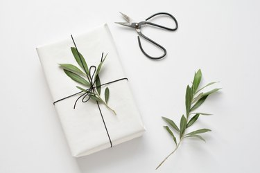 3 Ways to Wrap Your Gifts With a Natural Touch