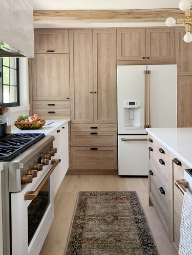 kitchen with Chris Loves Julia line of textured Shaker cabinet doors in Cove