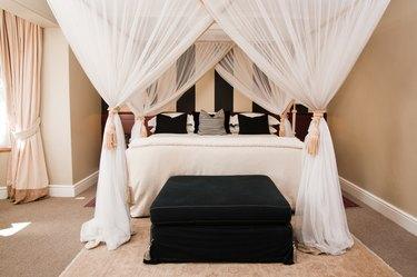 luxurious canopy bedroom
