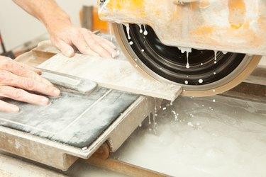 Diamond Blade Wet Saw Cutting Floor Tile