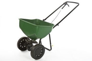 seed fertilizer spreader