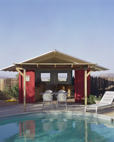 Pool and poolhouse.