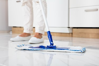 Cleaning linoleum floor