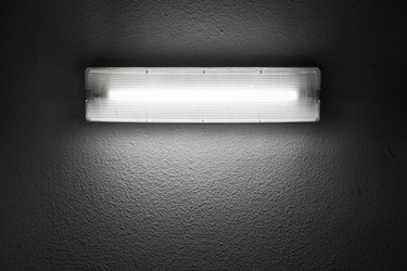 How to Change a Round Fluorescent Light Bulb