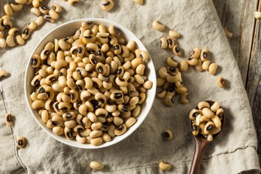 Raw Organic Black Eyed Peas