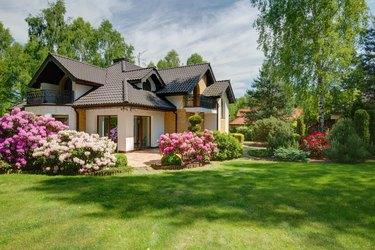 Elegant new villa with backyard