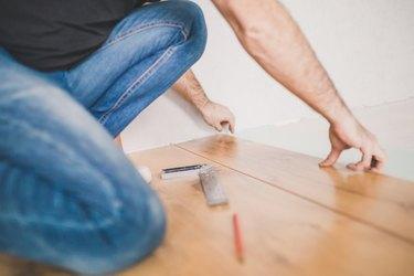 High-quality work finisher - laying laminate