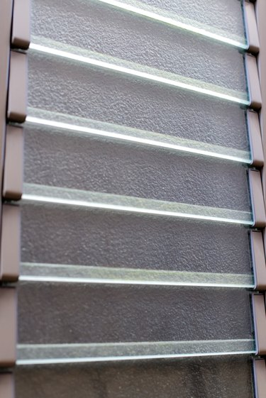 Louver window