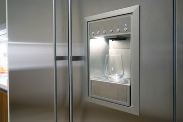 Refrigerator Ice and Water Dispenser with glass