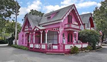the pink house victorian cottage in martha's vineyard