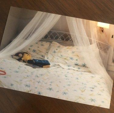 '90s girl bedroom