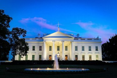 the white house and fountain at night