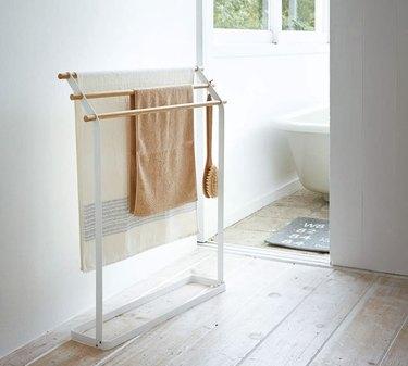 standing bathroom towel rack