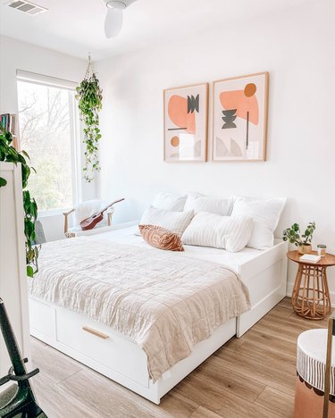 small guest room ideas with fold out day bed