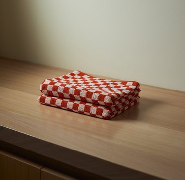baina red and white checked towels