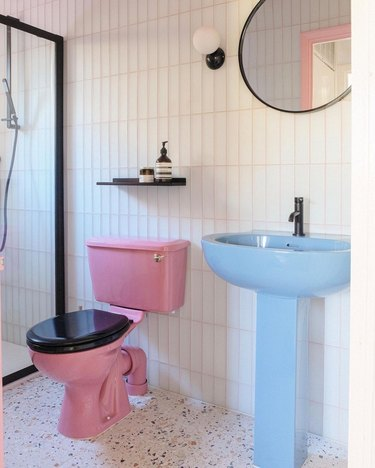 Bathroom Trends 2021 white and black bathroom with 70s pastel suite