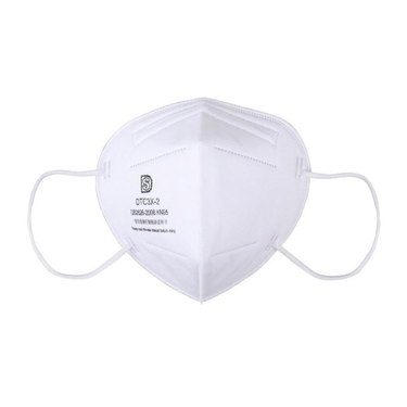 a white kn95 face mask
