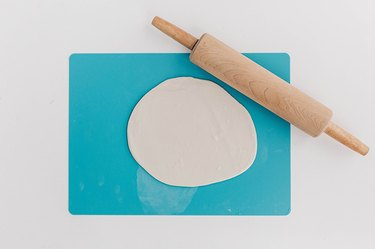 Create a flat plate for your diffuser.