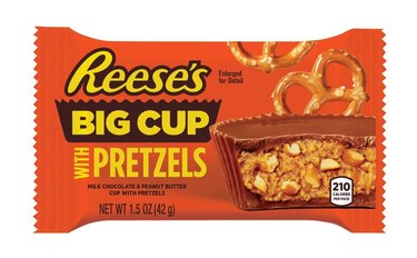 Reese's Big Cups With Pretzels packaging