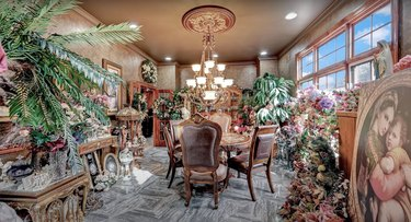 1 Rivers Edge Dr christmas mansion dining room