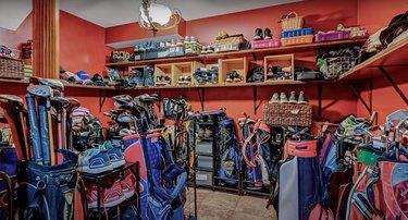 1 Rivers Edge Dr christmas mansion golf room