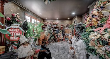 1 Rivers Edge Dr christmas mansion office