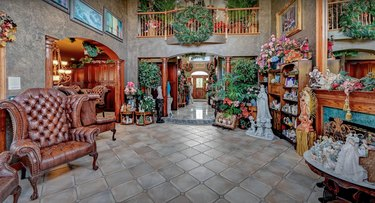 1 Rivers Edge Dr christmas mansion sitting room