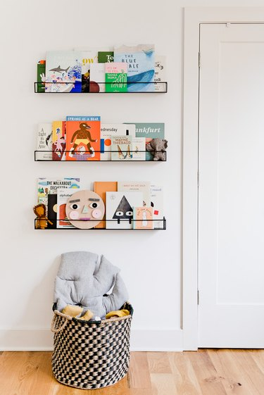 minimal Playroom Organization Ideas with picture shelves for books
