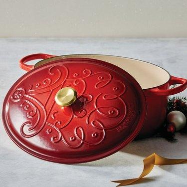 Santa Claus Oval Dutch Oven