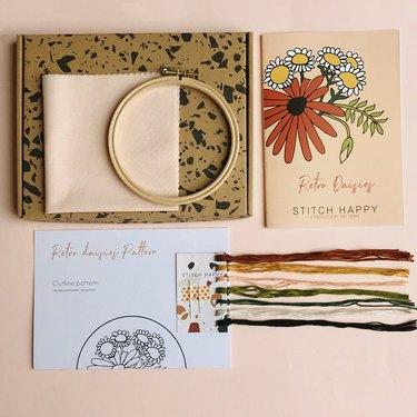 Stitch Happy Retro Daisies Embroidery Kit
